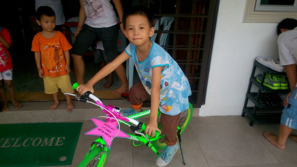Loo Xin Yi and her bicycle